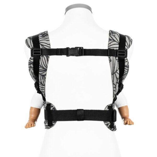 mochila-ergonomica-fidella-fusion-dancing-leaves-blanco-y-negro-porteo-ergonomico-store-1