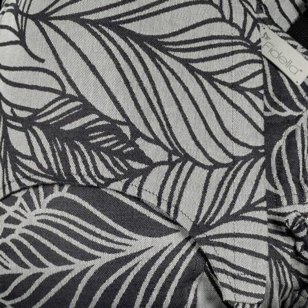 mochila-ergonomica-fidella-fusion-dancing-leaves-blanco-y-negro-porteo-ergonomico-store-2